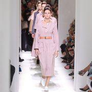 Fashion show, Shoulder, Runway, Style, Fashion model, Formal wear, Fashion, Model, Waist, Street fashion,