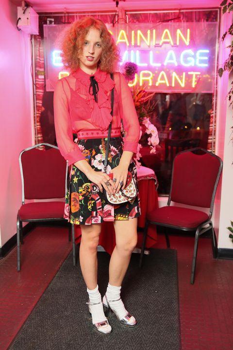 Lighting, Human leg, Dress, Pink, Bag, Fashion accessory, Thigh, Fashion, Blond, Knee,
