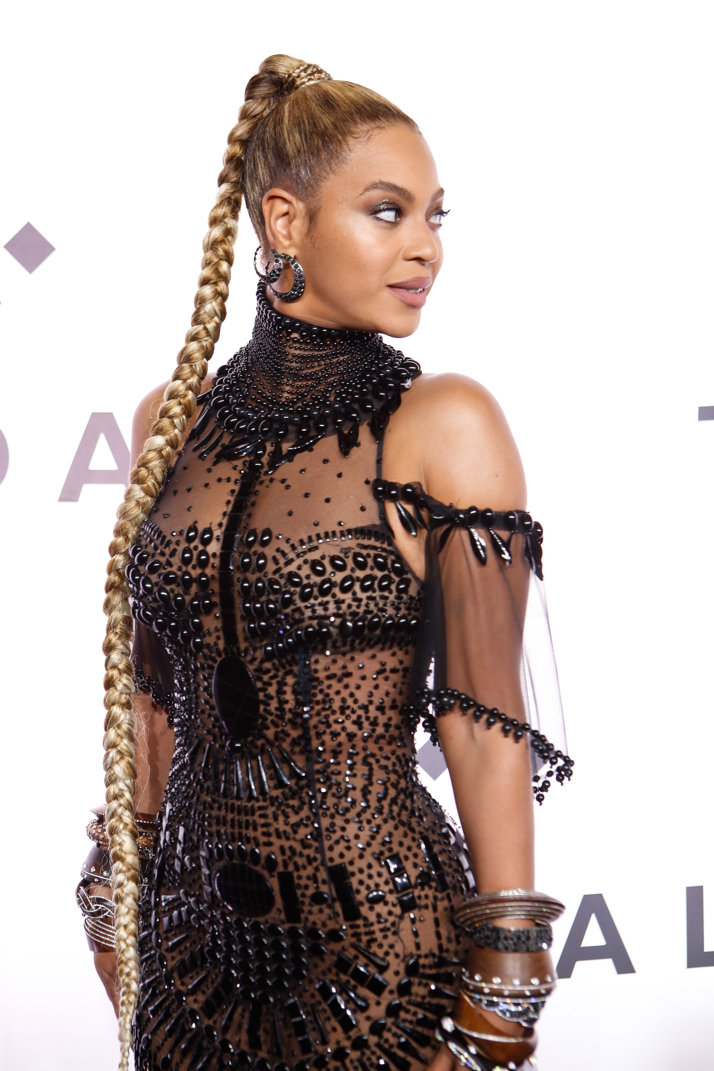 Beyoncé This obedient braid gave us this iconic hair moment .