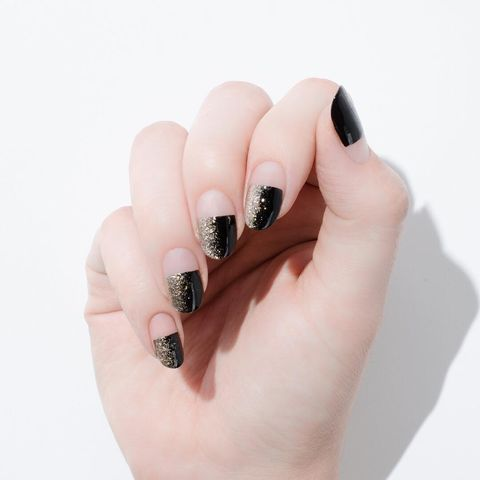 "<p><span class=""redactor-invisible-space"" data-verified=""redactor"" data-redactor-tag=""span"" data-redactor-class=""redactor-invisible-space"">Go halfsies with a half black nail, with its own horizontal glitter ombre.&nbsp;</span></p><p><em data-redactor-tag=""em"" data-verified=""redactor"">Design by&nbsp;<span class=""redactor-invisible-space"" data-verified=""redactor"" data-redactor-tag=""span"" data-redactor-class=""redactor-invisible-space""></span></em><a href=""https://www.instagram.com/p/BLtxCtIjNBF/"" target=""_blank""><em data-redactor-tag=""em"" data-verified=""redactor"">@cassandre__marie</em></a><br></p>"