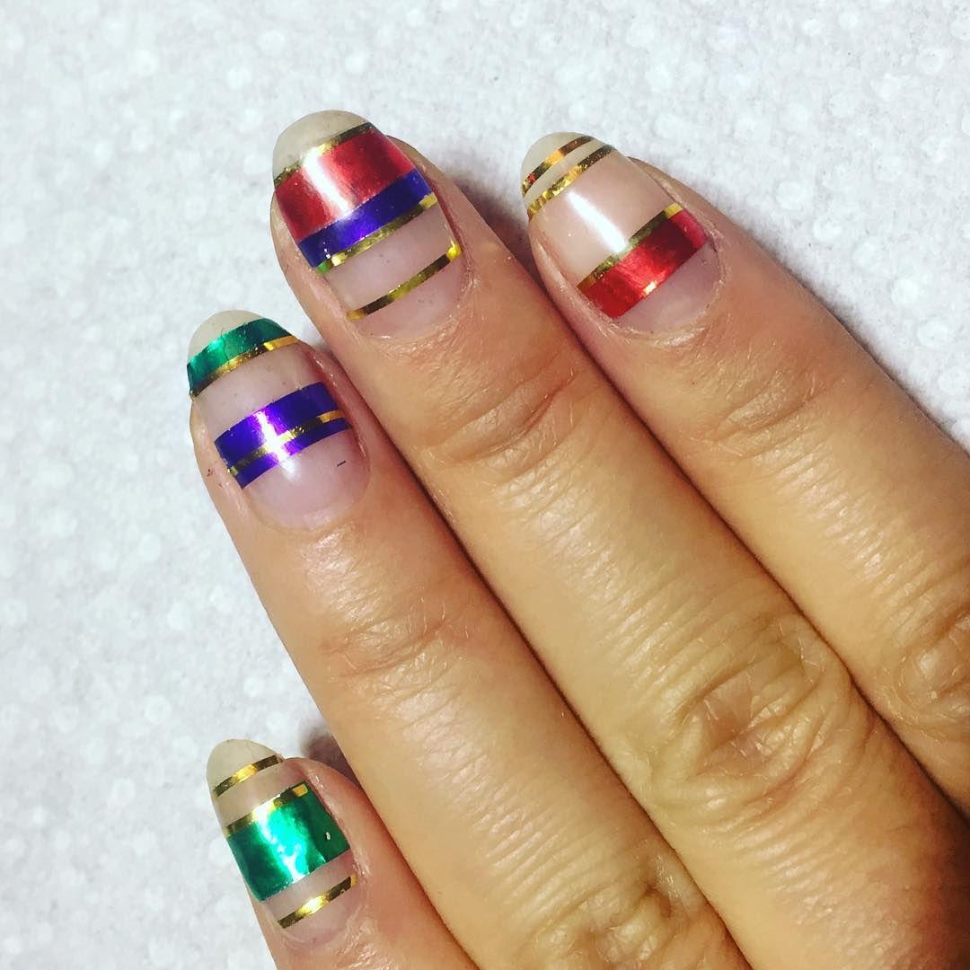 https://hips.hearstapps.com/ell.h-cdn.co/assets/16/42/christmas-nail-designs-naomi.jpg?crop=1xw:1.0xh;center,top&resize=640:*