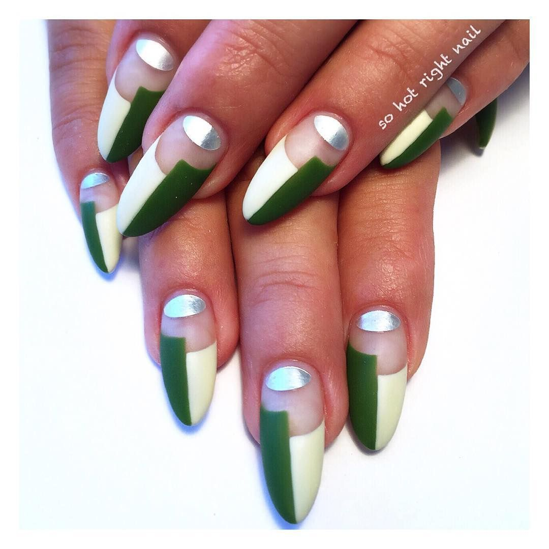 https://hips.hearstapps.com/ell.h-cdn.co/assets/16/42/christmas-nail-designs-so-hot.jpg?crop=1xw:1.0xh;center,top&resize=640:*
