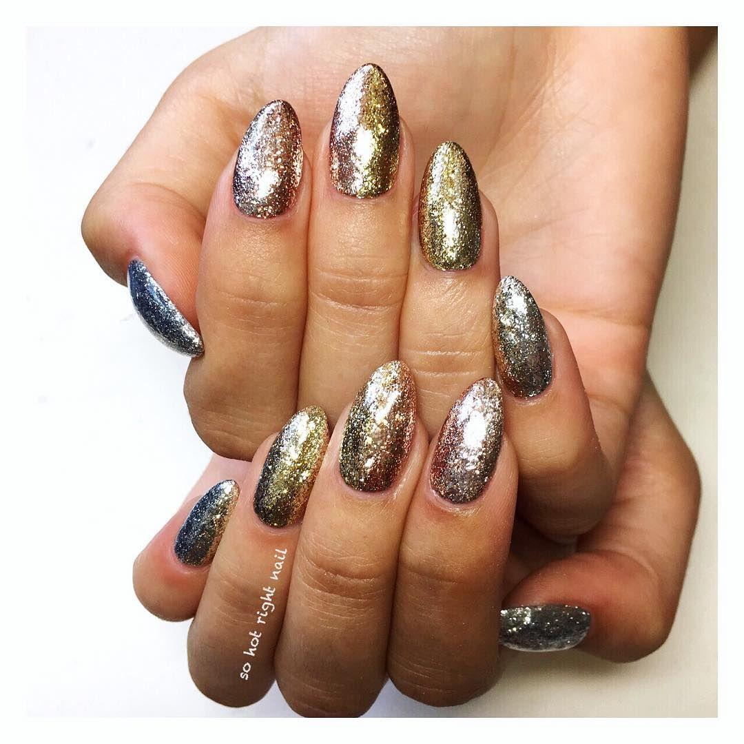 "<p>Combining the nail super forces of glitter polish and ombré is nail artist Bel Fountain-Townsend<span class=""redactor-invisible-space"" data-verified=""redactor"" data-redactor-tag=""span"" data-redactor-class=""redactor-invisible-space"">'s ""Glitter Bombre"". Fade your favorite shades of gold and copper from left to right for this high-shine look.  </span></p><p><em data-redactor-tag=""em"" data-verified=""redactor"">Design by <span class=""redactor-invisible-space"" data-verified=""redactor"" data-redactor-tag=""span"" data-redactor-class=""redactor-invisible-space""></span><a href=""https://www.instagram.com/p/BLj4u4KheR2/"" target=""_blank"">@sohotrightnail</a></em><span class=""redactor-invisible-space"" data-verified=""redactor"" data-redactor-tag=""span"" data-redactor-class=""redactor-invisible-space""><em data-redactor-tag=""em"" data-verified=""redactor""></em></span></p>"