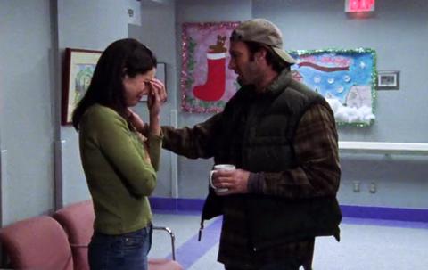 Lorelai invites Luke over for the traditional movie.