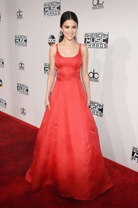Selena Gomez Makes Return at AMAs - Selena Gomez in Red Princess ...