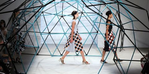 Dress, One-piece garment, Style, Waist, Day dress, Fashion, Fashion show, Fashion model, Runway, Pattern,