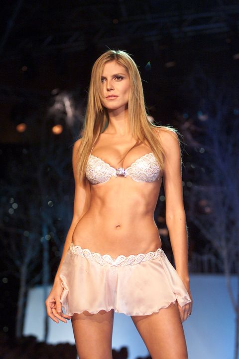 6d44b6dd44 Heidi Klum on the runway at the Victoria s Secret Fashion Show 2001 in  Bryant Park
