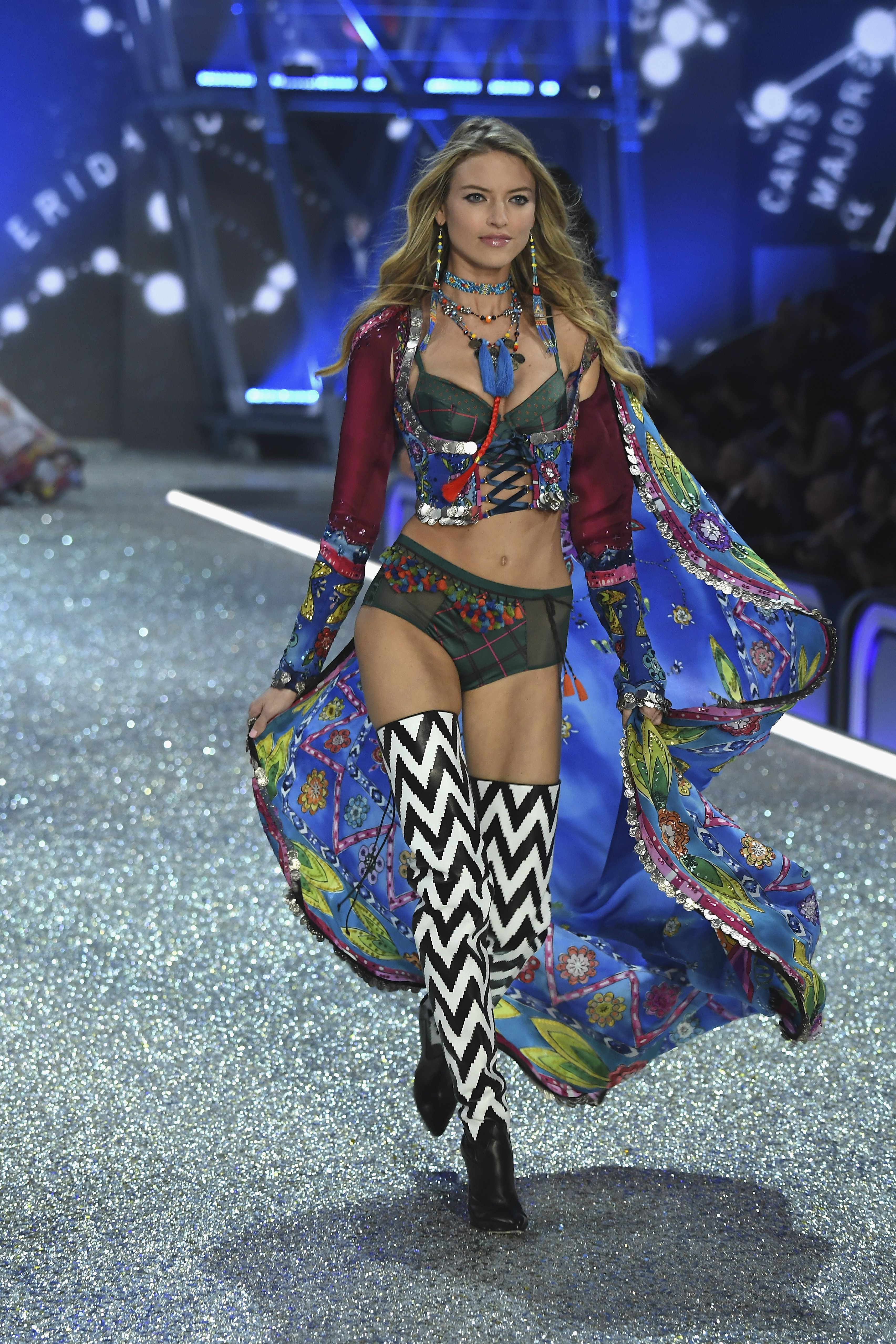 873569c0da See the Victoria s Secret 2016 Fashion Show - All of the Looks From the Victoria  Secret Runway