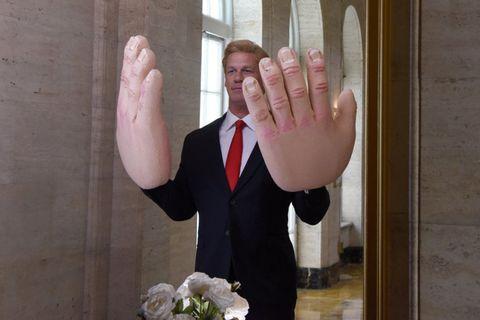 Finger, Hand, Formal wear, Thumb, Wrist, Gesture, Bouquet, Tie, Cut flowers, Rose,