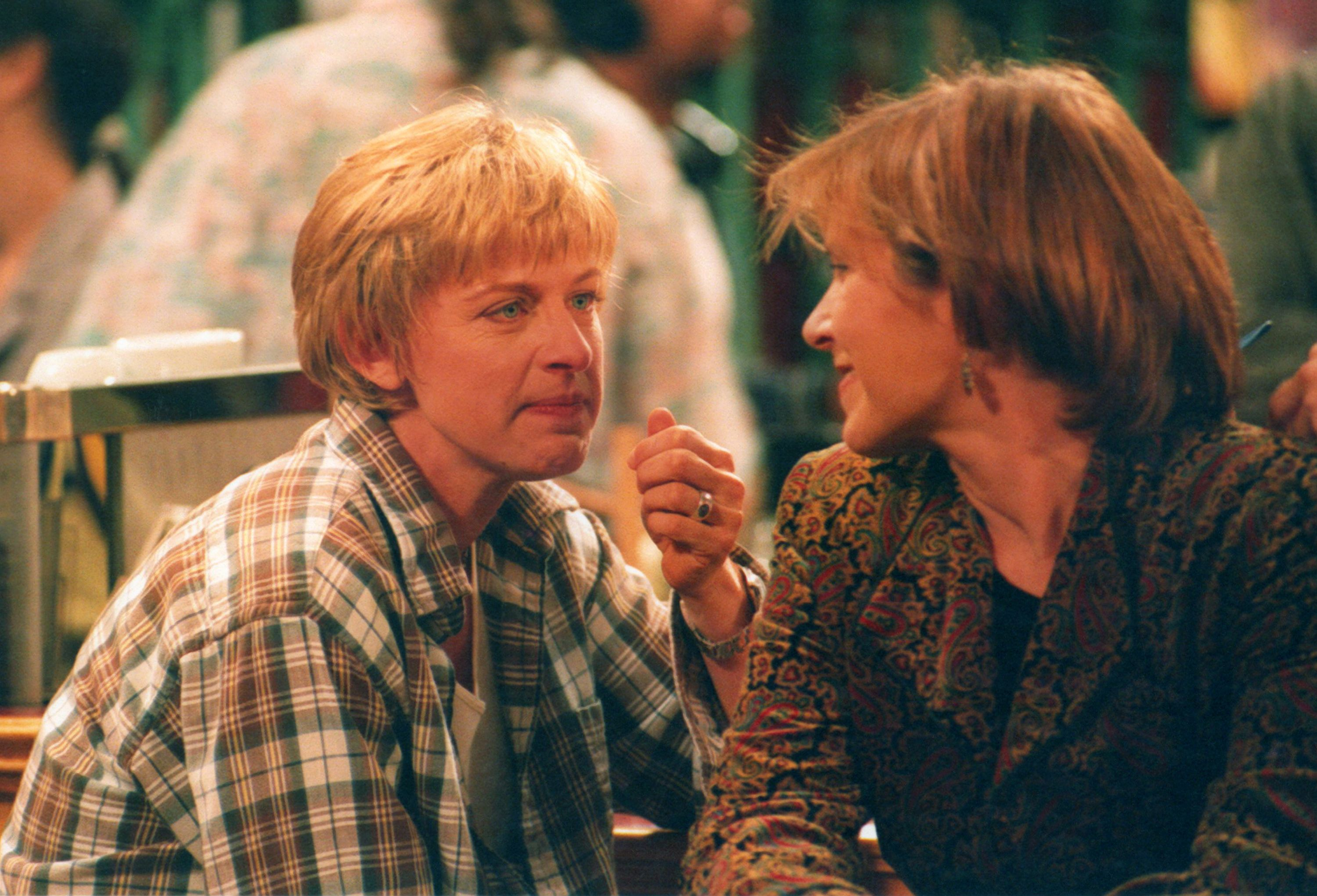The Cast of 'Halloweentown' Will Honor Debbie Reynolds at The ...