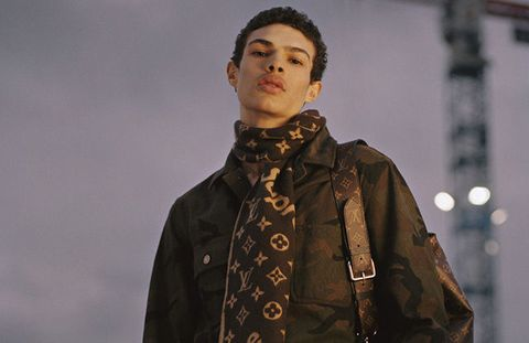 Sleeve, Textile, Jacket, Collar, Street fashion, Fashion, Fashion model, Fur, Leather, Fashion design,