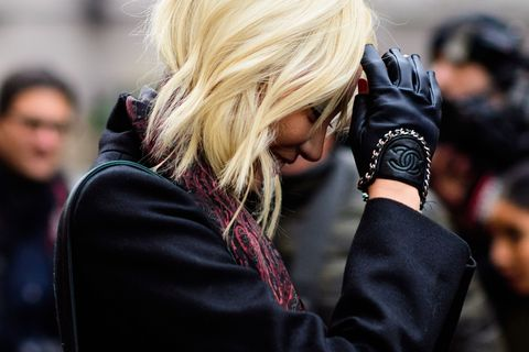 Street fashion, Glove, Fashion, Blond, Bracelet, Leather, Scarf, Stole, Layered hair,