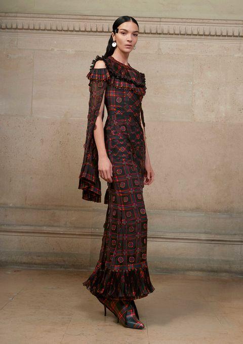 Clothing, Sleeve, Shoulder, Textile, Dress, Formal wear, One-piece garment, Style, Pattern, Floor,