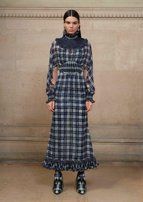Clothing, Sleeve, Dress, Shoulder, Textile, Pattern, One-piece garment, Style, Formal wear, Floor,