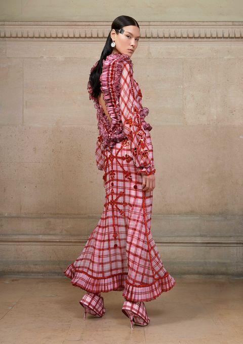 Sleeve, Textile, Style, Pattern, Street fashion, Fashion, Neck, Fashion model, Maroon, Model,