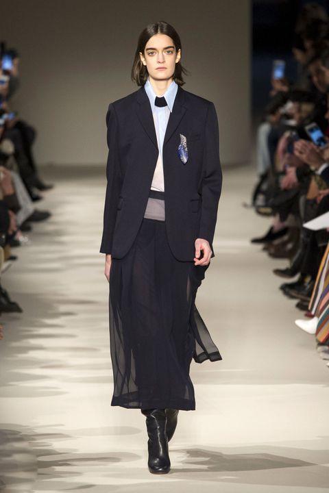 Clothing, Fashion show, Runway, Outerwear, Fashion model, Collar, Coat, Formal wear, Style, Blazer,