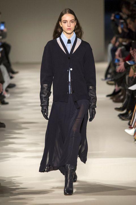 Fashion show, Runway, Outerwear, Fashion model, Style, Fashion, Waist, Street fashion, Model, Knee,