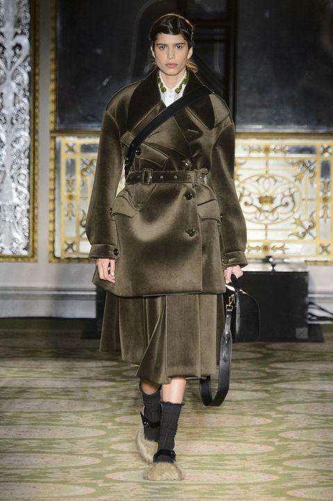 Outerwear, Style, Coat, Hat, Fashion accessory, Fashion, Blazer, Knee, Overcoat, Vintage clothing,