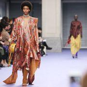 Fashion show, Style, Runway, Fashion model, Fashion, Street fashion, Waist, Model, Public event, Fashion design,