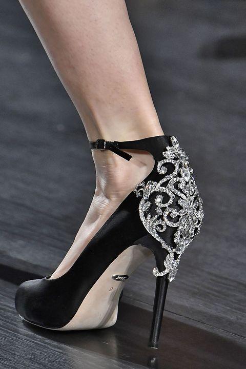 Footwear, High heels, Leg, Fashion, Shoe, Fashion model, Basic pump, Ankle, Human leg, Joint,