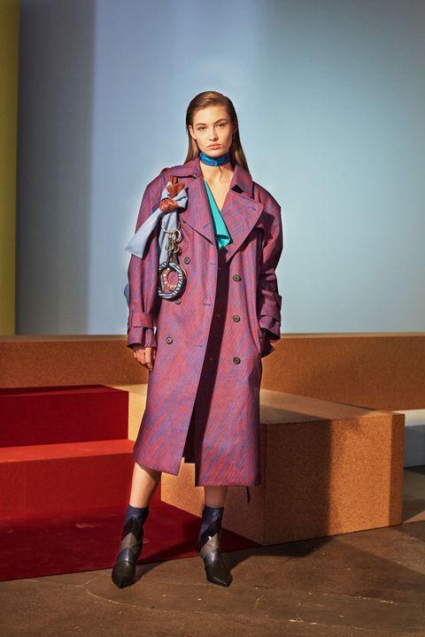Sleeve, Collar, Coat, Outerwear, Blazer, Street fashion, Knee, Costume design, Overcoat, Fashion design,