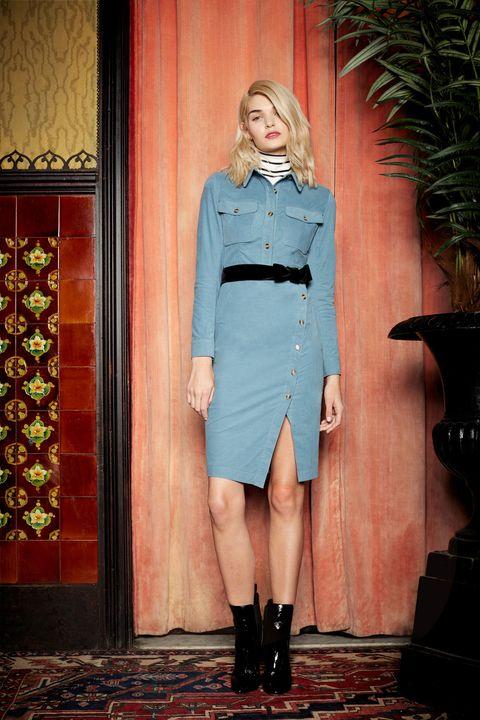 Sleeve, Collar, Outerwear, Style, Flowerpot, Street fashion, Boot, Knee, Electric blue, Waist,