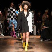 Footwear, Human, Leg, Fashion show, Event, Runway, Outerwear, Fashion model, Style, Coat,