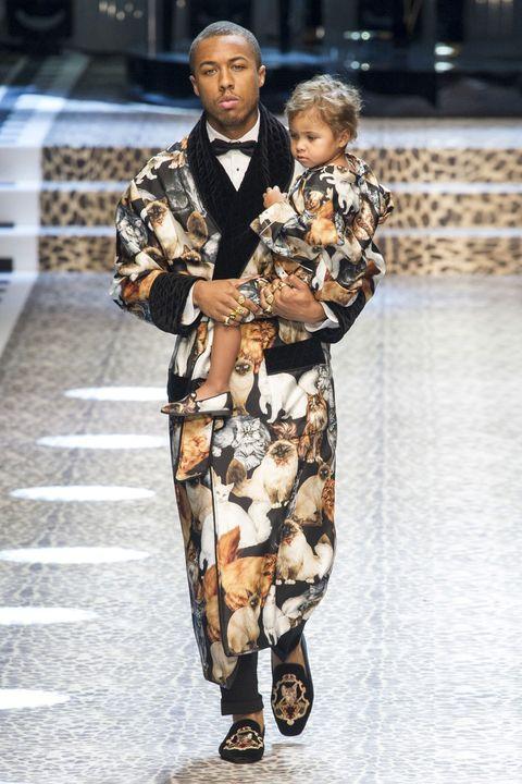 Street fashion, Fashion, Bag, Luggage and bags, Sandal, Fashion design, One-piece garment, Day dress, Fashion model, Handbag,