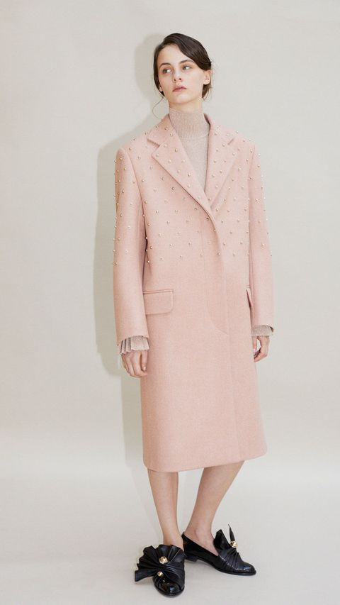Clothing, Product, Sleeve, Collar, Shoulder, Textile, Joint, Outerwear, Style, Coat,