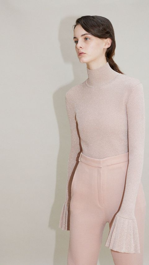 Sleeve, Shoulder, Joint, Standing, White, Waist, Style, Chest, Neck, Trunk,
