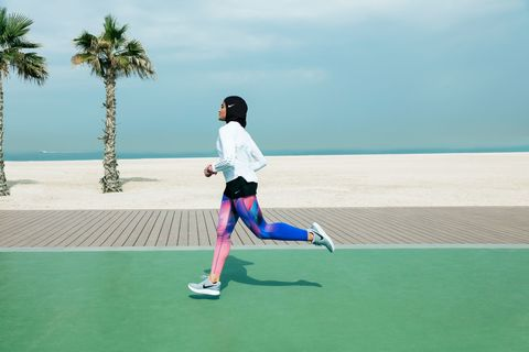 Green, Human leg, Leisure, Athletic shoe, T-shirt, Summer, Shorts, Tourism, Knee, Vacation,