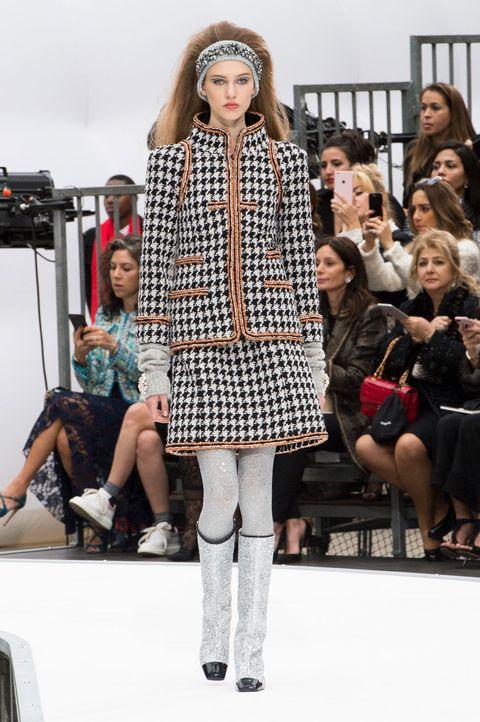 Clothing, Footwear, Leg, Trousers, Winter, Outerwear, Style, Fashion show, Street fashion, Fashion model,