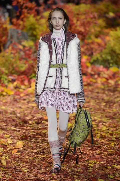 Fashion, Clothing, Fashion model, Autumn, Leaf, Runway, Street fashion, Fashion show, Outerwear, Spring,