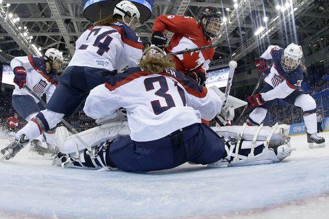 Senators Write Letter in Support of Women's Hockey Team
