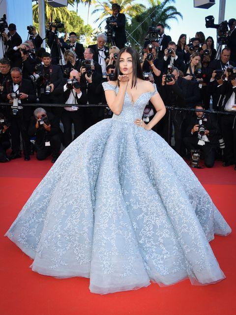 Gown, Red carpet, Dress, Carpet, Clothing, Fashion model, Flooring, Haute couture, Fashion, Premiere,