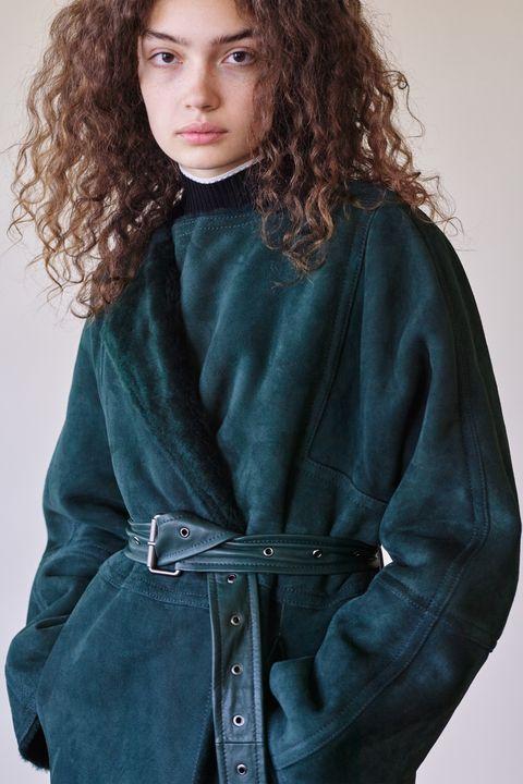 Clothing, Outerwear, Beauty, Teal, Sleeve, Photo shoot, Long hair, Model, Fashion model, Waist,