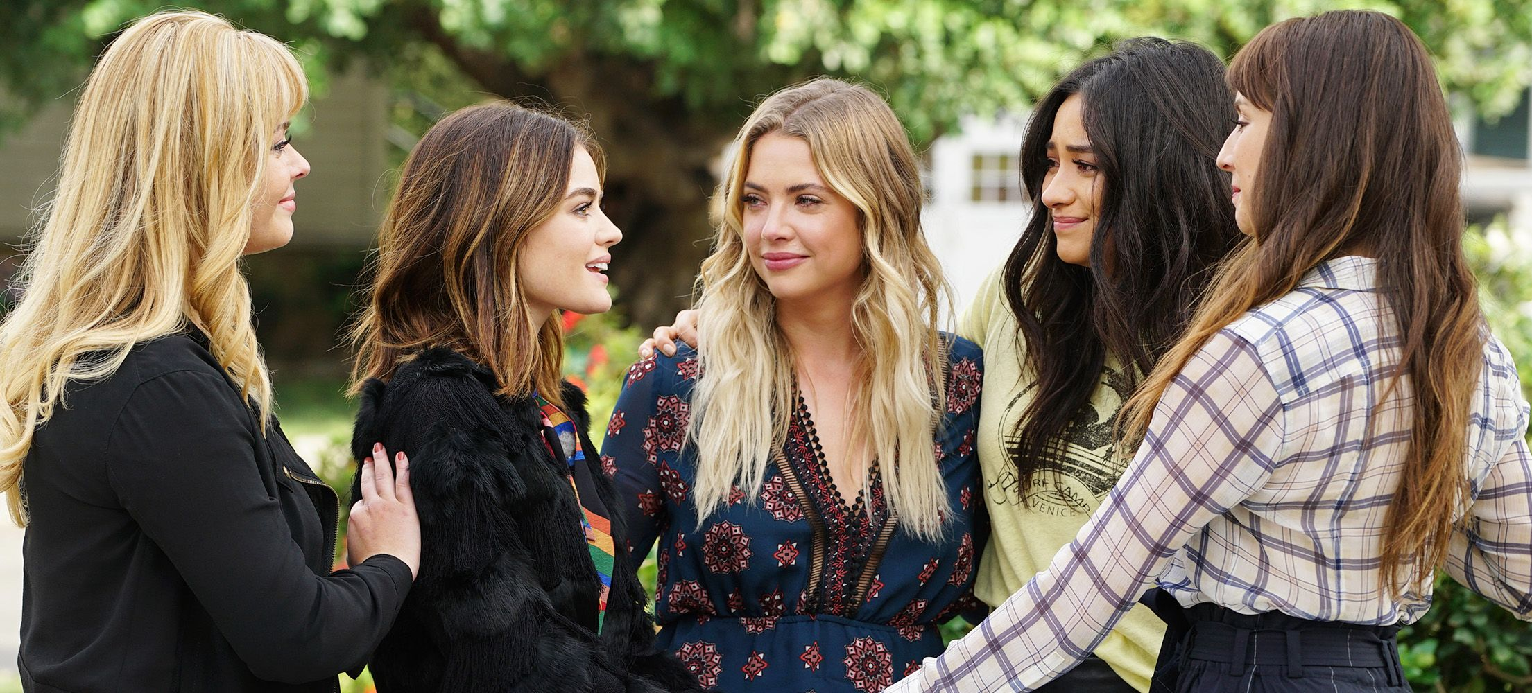 Pretty Little Liars' Cast Members Goodbye Instagrams