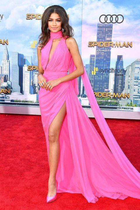 Clothing, Red carpet, Dress, Carpet, Pink, Fashion model, Shoulder, Flooring, Premiere, Magenta,