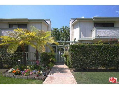 Plant, Property, Residential area, Neighbourhood, House, Real estate, Shrub, Home, Building, Garden,