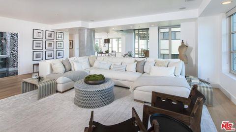 Living room, Property, Furniture, Room, Interior design, Building, Home, Real estate, House, Table,