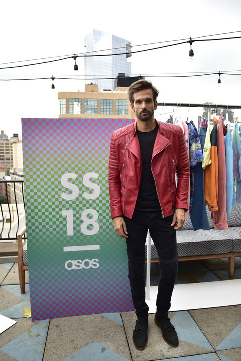 Street fashion, Red, Fashion, Snapshot, Outerwear, Standing, Blazer, Jacket, Suit, T-shirt,