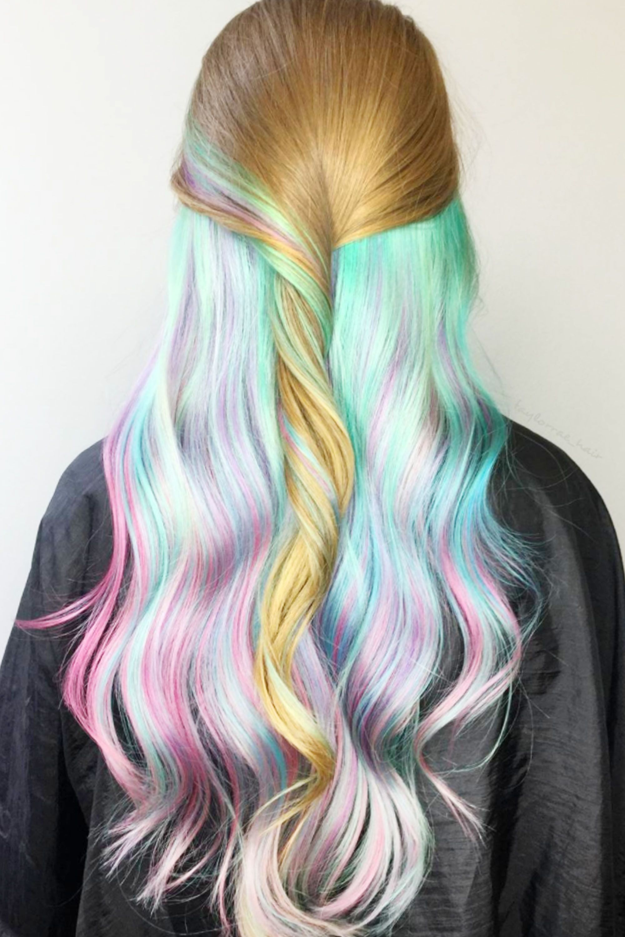<p>Opalescent under-dye in sea foam, aqua and rose. </p>
