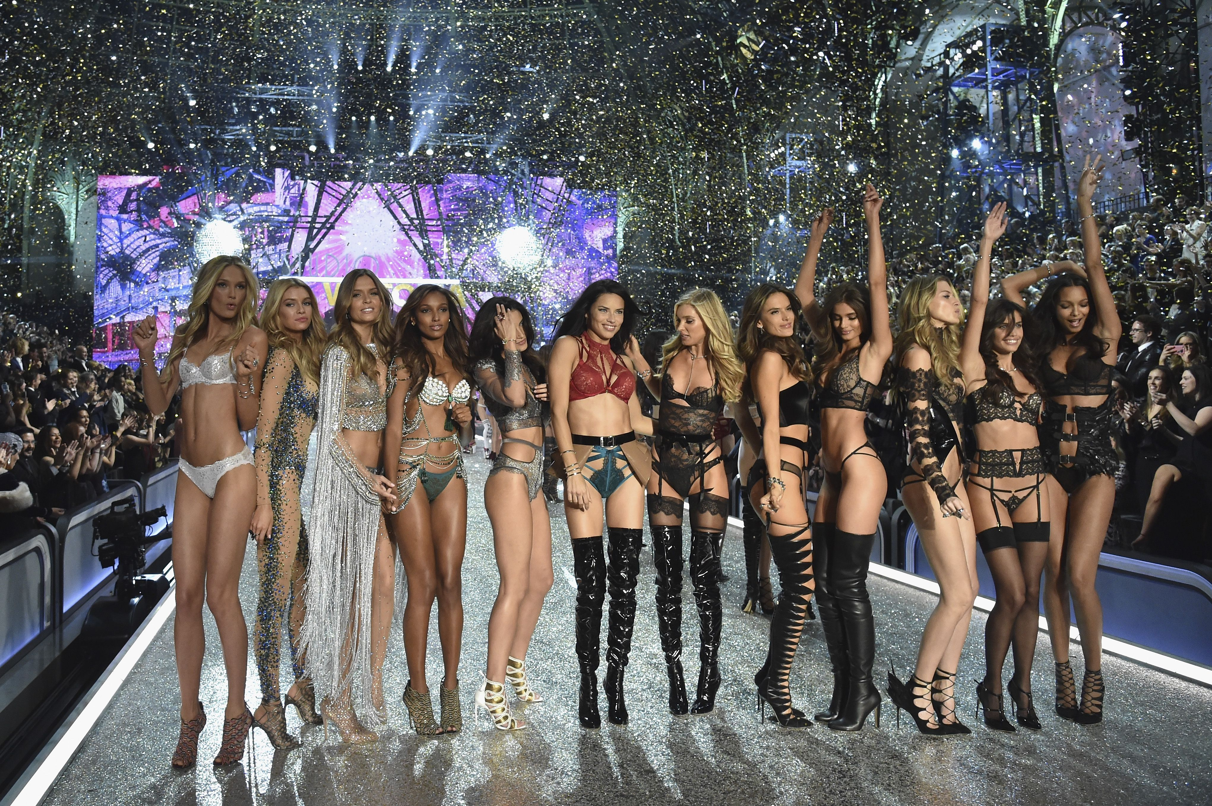 models walking in the victoria's secret fashion show 2017 - who's