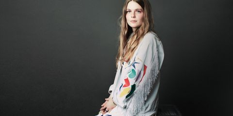 d8f9a9002 Maggie Rogers Interview - From ELLE Intern to Viral Pop Sensation