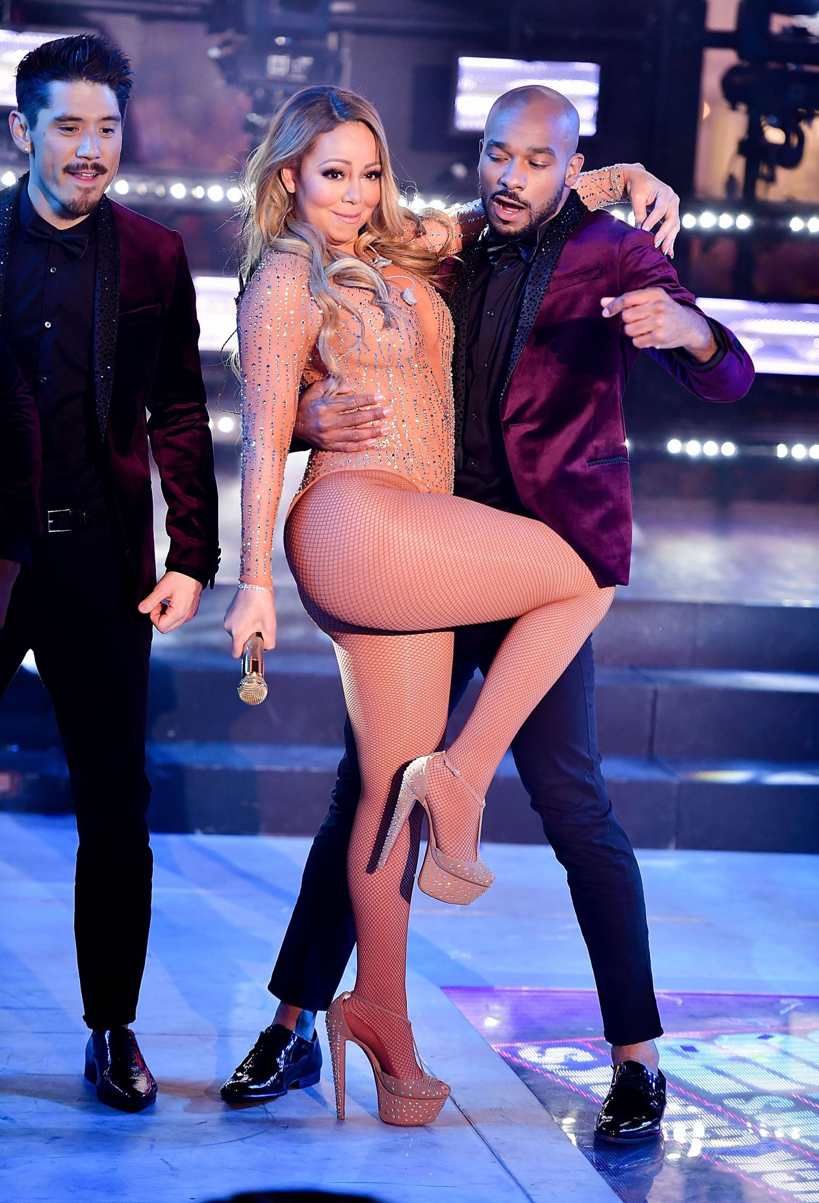 The 17 Most Savage Reactions to Mariah Carey's Disastrous NYE Performance