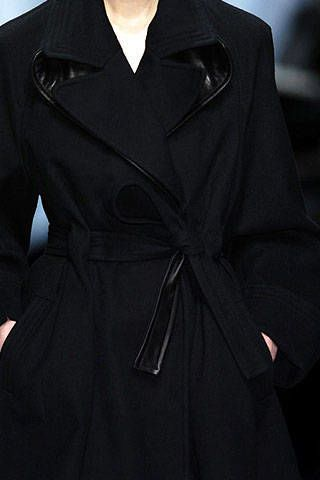 Hussein Chalayan Fall 2006 Ready-to-Wear Detail 0002