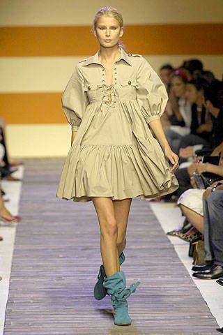 Footwear, Leg, Fashion show, Shoulder, Dress, Human leg, Joint, Outerwear, Runway, Style,