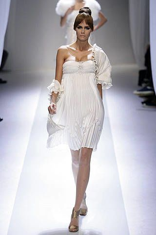 Valentino Spring 2007 Haute Couture Collections - 003