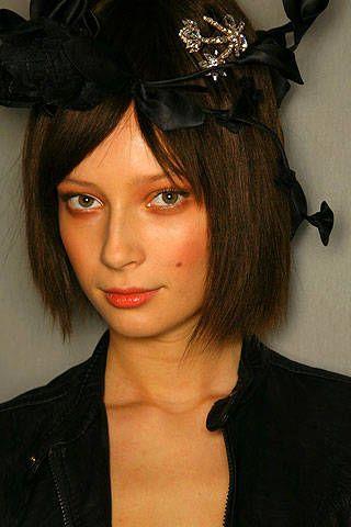 Christian Lacroix Spring 2007 Haute Couture Backstage - 002