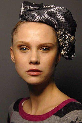 Giorgio Armani PrivÃ{{{copy}}} Spring 2007 Haute Couture Backstage - 002